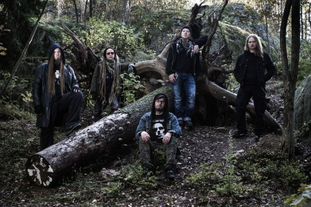 From left to right: Laakso (guitar & keys), Usva (bass), Kotamäki (vox), Kouta (guitar), Tiera (drums).